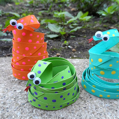 DIY Fun toilet paper roll coiled snakes - recycling kids craft