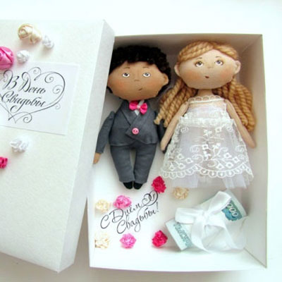 Mr. and Mrs. dolls - wedding gift box (free sewing pattern)