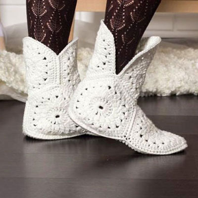 DIY white crocheted flower boots (free crochet pattern)