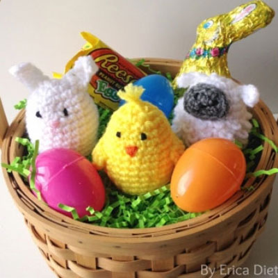 Crocheted plastic Easter egg covers (free amigurumi pattern)