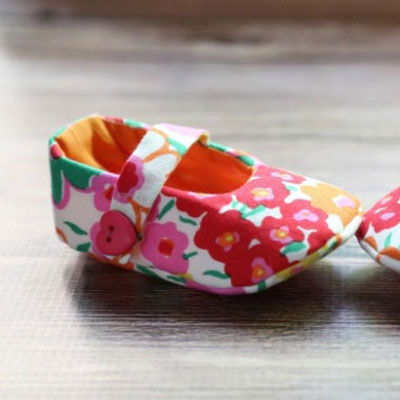 Fabric Mary Jane baby shoes (free sewing pattern )