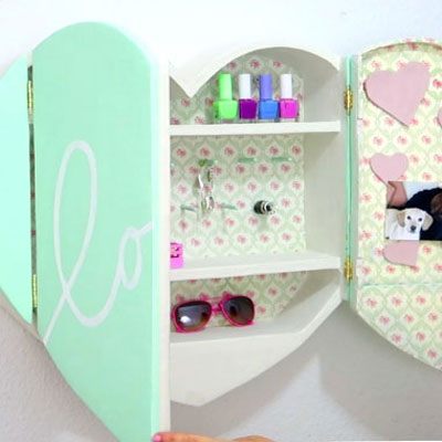 DIY Heart cardboard shelf - teen room decor (recycling craft)