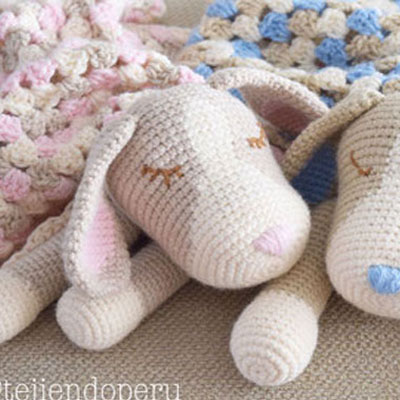 Crocheted baby dog blankey (free amigurumi pattern and video)