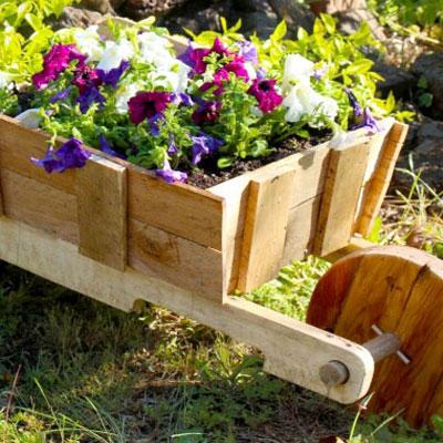 DIY rustic wooden wheelbarrow garden planter (free plan)