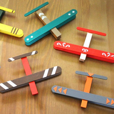 DIY Toy airplanes from popsicle sticks and clothespins