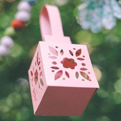 DIY gorgeous spring flower lantern (or gift box) - free pattern