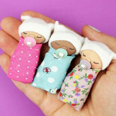 DIY miniature baby keychain with polimer clay