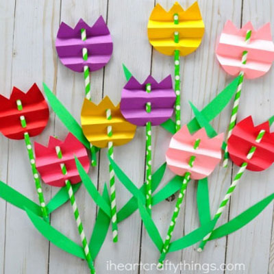 Accordion fold paper tulips with straws - spring craft for kids