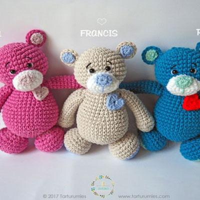 Little crocheted sweetheart bears (free amigurumi pattern)