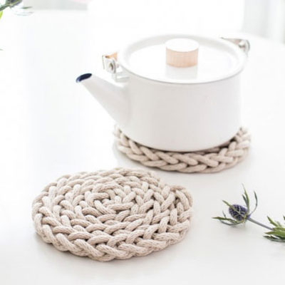 DIY Finger knit rope trivet tutorial - Scandinavian kitchen