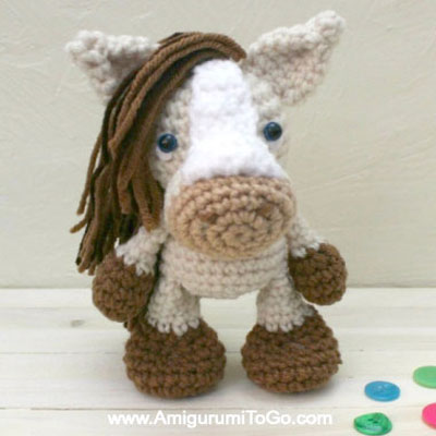 Miniature amigurumi horse toy - free crochet pattern