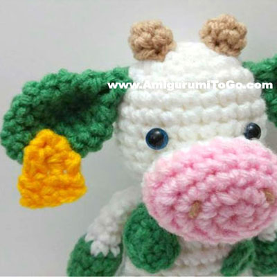 Cute little amigurumi cow with tag - free amigurumi pattern
