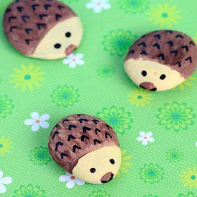 DIY Easy hedgehog stones - rock painting for kids