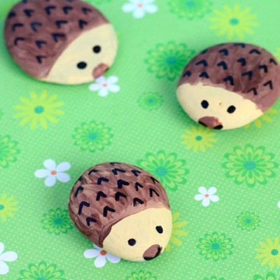 DIY Easy hedgehog stones - rock painting for kids