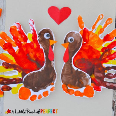 Adorable turkey handprint art project for kids