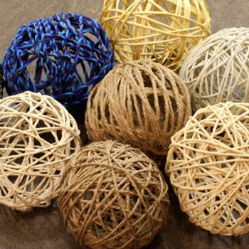 Easy DIY yarn ball ornament - how to make yarn balls