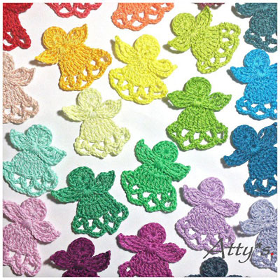 Easy crochet angel Christmas tree ornament (free pattern)