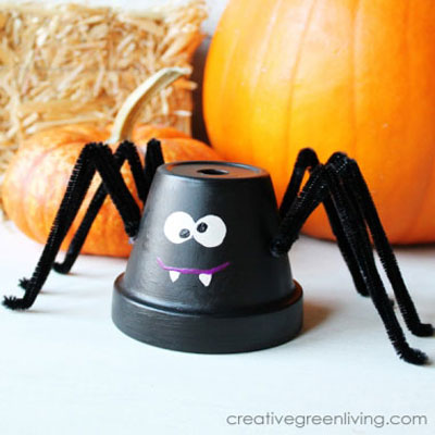 Spider from a clay flower pot - fun Halloween decor for kids