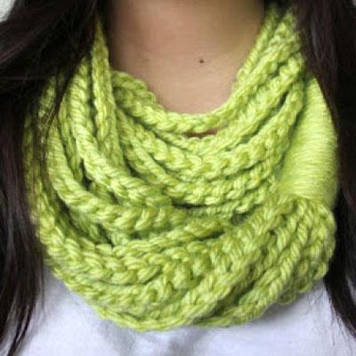Easy crochet chain loop scarf (free crochet pattern)