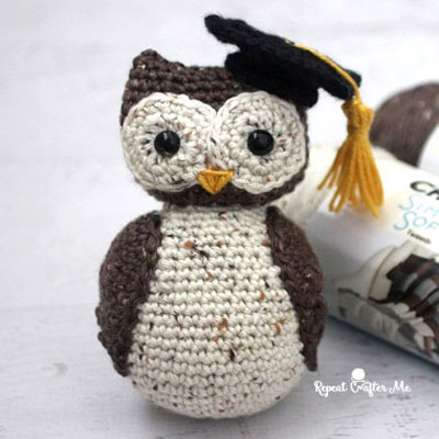 Wise owl with graduation cap (free amigurumi pattern)