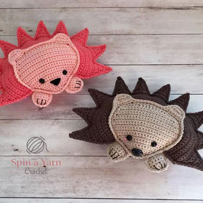 Adorable hedgehog crochet pillow ( free crochet pattern )