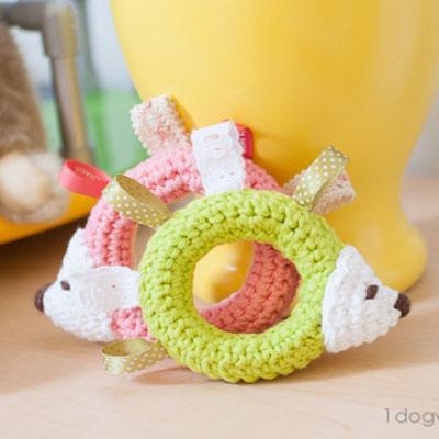 Amigurumi taggie hedgehog - free baby toy crochet pattern