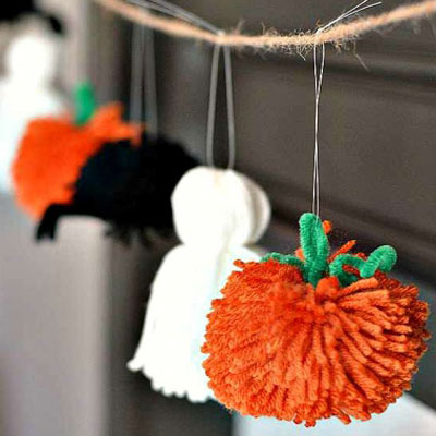 Easy DIY pompom Halloween garland ( yarn ghost, spider & pumpkin)