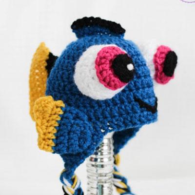 DIY Dory fish hat for kids (free crochet pattern)