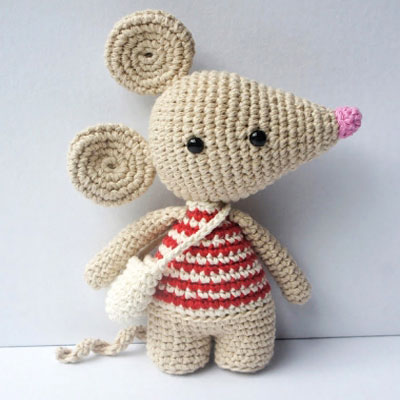 Perez - the tooth fairy mouse (free amigurumi pattern)