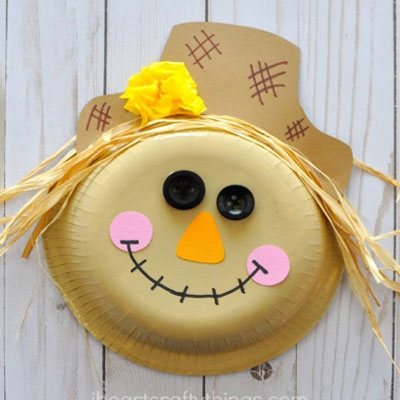 Adorable scarecrow paper plate craft for kids