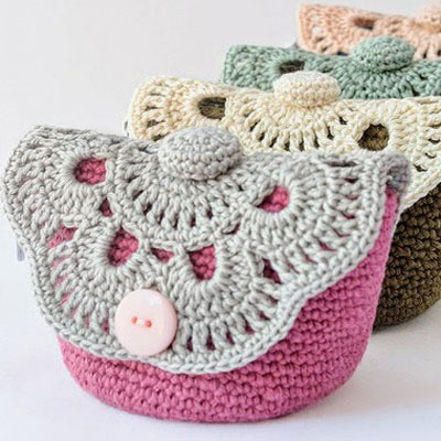 Crocheted flower makeup pouch