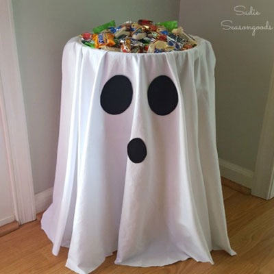 Ghost tables - easy & quick Halloween party decor