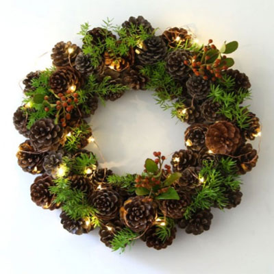 Easy DIY pinecone wreath in one hour