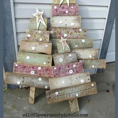 DIY Rustic pallet wood Christmas tree
