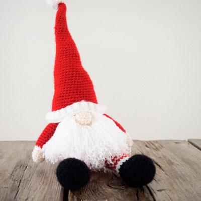 Scandinavian crochet Santa gnome (free crochet pattern)