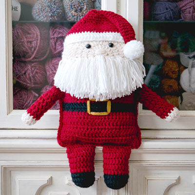 Cuddly Santa Claus pillow toy (free crochet pattern)