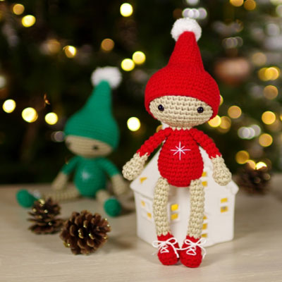 Little crocheted Christmas elf (free amigurumi pattern)