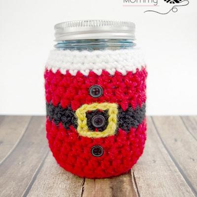 Crochet Santa mason jar cozy (free crochet pattern)