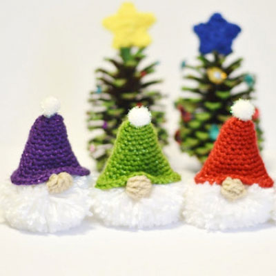 Pompom Christmas gnome with crochet hat (free crochet pattern)
