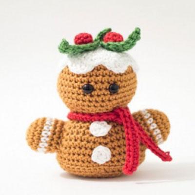 Little crochet gingerbread man toy (free amigurumi pattern)