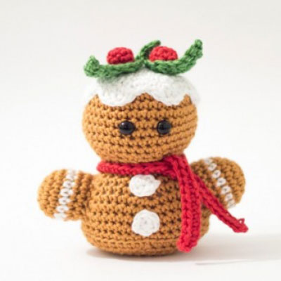 Little crochet gingerbread man toy (free amigurumi pattern)