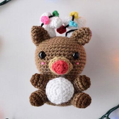 Cute Rudolph reindeer amigurumi toy - free crochet pattern