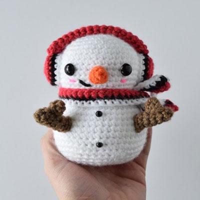 Casper the crochet snowman - free amigurumi pattern
