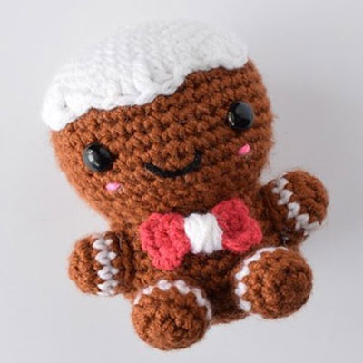 Charles the amigurumi gingerbread man (free crochet pattern)