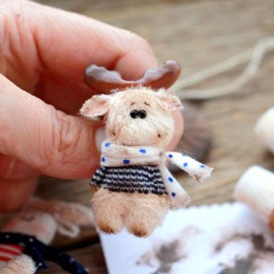 Miniature moose plushie (free sewing pattern & tutorial)