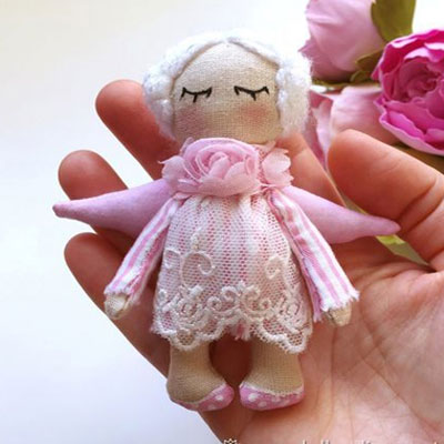 Miniature angel plushie (or Christmas ornament) - free sewing pattern