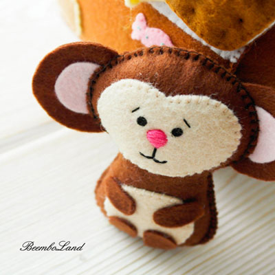 Cute little felt monkey (free sewing pattern)