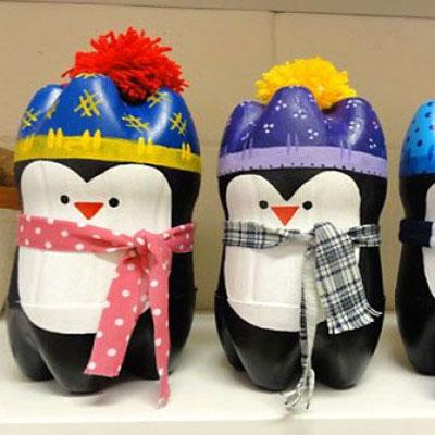 Adorable penguins from plastic bottles