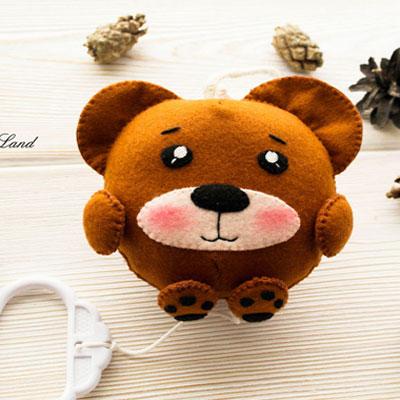 Little felt bear (free sewing pattern)