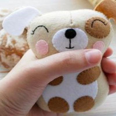 Adorable little felt dog (free sewing pattern)